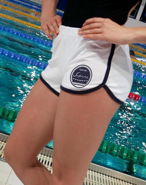 Hotpants mit Svømme Retro-Motiv | Sporthosen für Schwimmerinnen